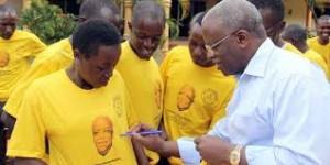 File Photo: Mbabazi nga awandiika ku T-shirt yo mu ku bawagizi be