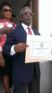 File Photo: Mbabazi nga kutte foomu emukiliza okwesimba wo ku bwa pulezidenti