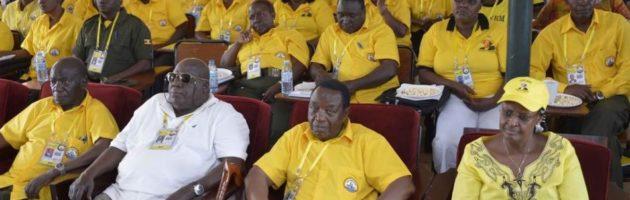 Museveni asabye ababaka bamuwagire ku Banka yabanamakolero