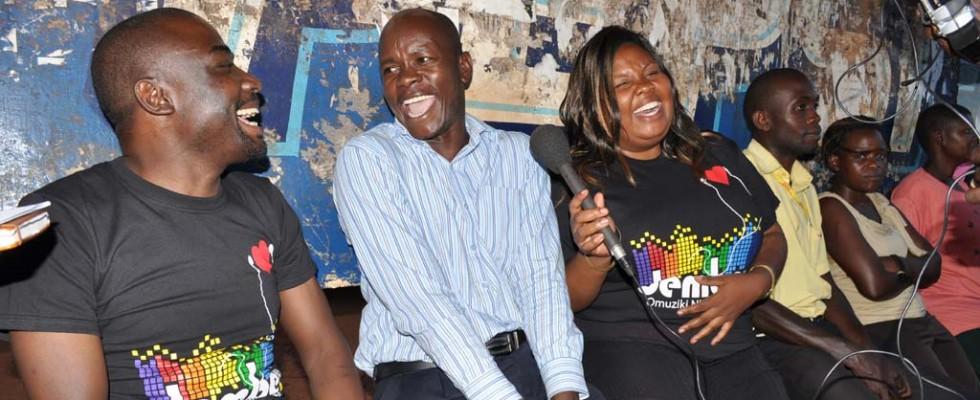 Dembe Taxi nga esisinkanye bawuliriza