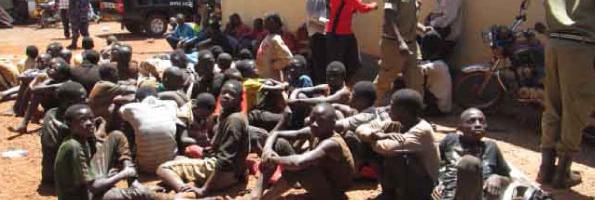Poliisi eyodde ab'amenyi b'amateeka 20 mu Kampala